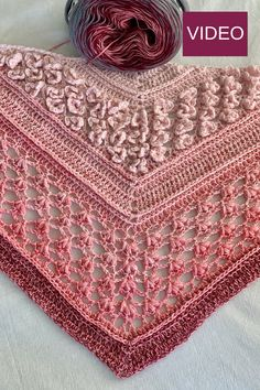 knit crochet Vela Flower Shawl - a FREE crochet pattern on including video. This triangle shawl features beautiful flower stitches. One Skein Crochet, Diy Tricot Crochet, Poncho Au Crochet, Crochet Shawls And Wraps, Crochet Scarves, Crochet Stitches, Crochet Vests, Crochet Cape, Crochet Shirt
