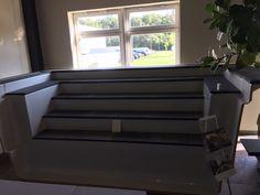 Einfacher Einstieg mit langen Treppen. Hope Chest, Storage Chest, Cabinet, Furniture, Home Decor, Stairways, Clothes Stand, Decoration Home, Room Decor