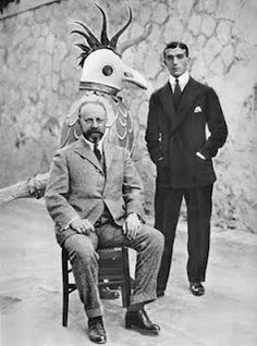 "Henri Matisse (seated) with Leonide Massine, ballet dancer and choreographer ; and a man in a bird costume for ""Le Chant du Rosignol"" (The Song of the Nightingale) a ballet by Igor Stravinsky performed by the Diaghilev Ballet Russes, February Henri Matisse, Artist Life, Artist At Work, Famous Artists, Great Artists, Chapeau Trilby, Picasso, Henri Cartier, Ballet Russe"