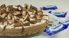 """Kochvideo zum einfach nachkochen: Diese tolle Süssigkeiten-Torte ist cremig, süß und sogar """"no bake""""! Eine leckere Kühlschrank-Torte für den Sommer"""