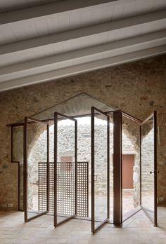 Arquitectura-G renovates Spanish farmhouse with glazed tiles – Empfang