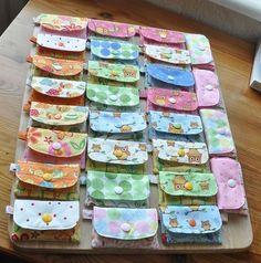 Ich hatte mir vorgenommen meine alten Kinderstoffe abzubauen, und habe dafür ein Kinderportemonnaie entworfen. Natürlich können es auch Erwa...