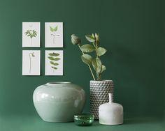 Trend 3 Zeitlos, elegant und belebend: Grün / Vasen von Broste Copenhagen und Bloomingville / Glasbox von House Doctor
