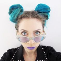 #AtomicTurquoise #SpaceBuns and #GlitterShades are quite suiting on…