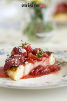 Une recette d'entremet fruité avec ce flan aux fraises. #recette#cuisine#entremet #fruit #flan #fraise Fruit, Desserts, Strawberry Flan, Strawberries, Greedy People, Tailgate Desserts, Deserts, Postres, Dessert