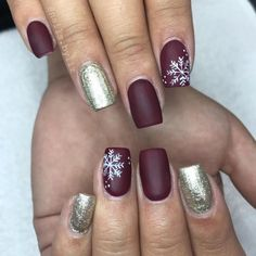 When winter comes, what we most expect is a falling snowflake. Winter is the most popular season for snowflake nail art designs. Especially during Christmas, the combination of snowflakes and Santa Claus nail art designs is very common. Today we col Winter Nail Art, Winter Nail Designs, Christmas Nail Designs, Winter Nails, Fall Nails, Xmas Nails, Holiday Nails, Simple Christmas Nails, Christmas Nails 2019