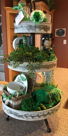 Easy St Patricks Decorations and Table Centerpieces – Tiered Trays St Patrick's Day Crafts, Holiday Crafts, Holiday Decor, Galvanized Tiered Tray, Irish Decor, St Patrick's Day Decorations, Tiered Stand, St Pats, Happy St Patricks Day