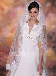 Fingertip Bridal Veils Tulle One-tier Oval Mantilla Lace Applique Edge Applique Sequin 47.25 in (120cm) White Ivory White Spring Summer Fall Winter A-line/Princess Ball Gown Empire Sheath Mermaid Color & Style representation may vary by monitor 0.15 kg 0.
