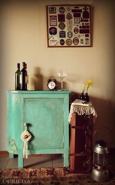 antiguo esquinero de campo transformado en mueble bar.