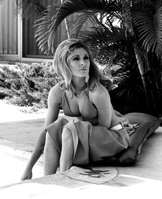 How to get Sharon Tate's sultry eyes + voluminous hair in Valley of the Dolls.