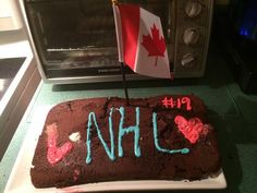 Twitter fan @victoriacoylee made an NHL cake to help pass the time until October. #IsItOctoberYet?