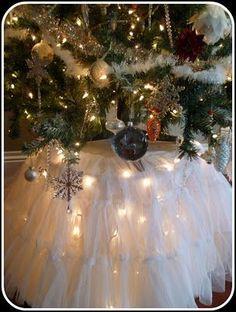 Lights under idea for smaller #Christmas Decor| http://christmas-decor-styles.kira.lemoncoin.org