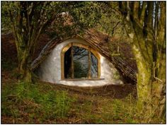 Eye see you - hobbit hole window in real life