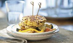 Käse-Nuss-Burger auf Ofen-Ratatouille - Rezepte - Schweizer Milch Rind, Hamburger, Breakfast, Ethnic Recipes, Ratatouille Recipe, Simple, Morning Coffee, Hamburgers, Burgers