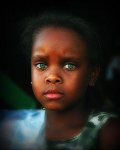 Asombrosos ojos verdes 2 por Nikonthog * en deviantART