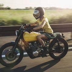 Street!!!! PH @de_ranieri_simone #kawasaki #style #yellow #mirror #streetstyle #beridershop #me #lady #caferacer #vintage #biltwell #strongwomen #beautiful #motorcycle #bikkembergs #tattoo #2016 #griftercompany