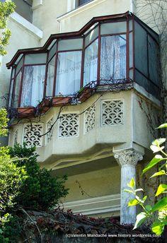 Historic Architecture, Architecture Art, Architectural Styles, Historic Homes, Historian, Art Deco Fashion, Romania, Balcony, Theater
