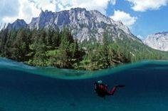 Le lac vert, Gruner See, en Autriche est un lieu étonnant que l'on peut visiter à pied en hiver et en combinaison de plongée en été ! Découvrez le parc immergé.