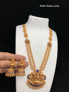 temple jewelry available at Arshi's. for bookings whatsapp on worldwide shipping. Gold Jewellery Design, Gold Jewelry, Gold Necklace, Temple Jewellery, Necklace Designs, Bangles, Idol, Awesome, Bracelets