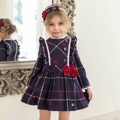 40 Cute Christmas Dress Ideas For Little Girls - Other little girls Christmas dress for the merry Christmas season is the thing that each and every girl longs for. The children assist us with getting. Little Girl Christmas Dresses, Kids Christmas Outfits, Kids Outfits, Little Girl Dresses, Little Girls, Girls Dresses, Flower Girl Dresses, Kind Mode, Baby Dress