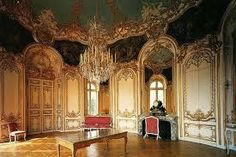 Rococo art and architecture in such a way was ornate and made strong usage of creamy, pastel-like colours, asymmetrical designs, curves and gold. French Rococo, Rococo Style, Art And Architecture, Architecture Details, Decor Interior Design, Interior Decorating, Paris 3, Style Louis Xv, Huge Mirror