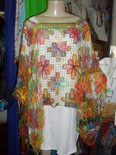 Embroidery on netting from Brazil Crochet Girls, Crochet Top, Tenerife, Needle Lace, Filets, Darning, Lace Making, Crochet Clothes, Cool Style