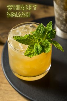 Beer Cocktail Recipes, Whiskey Recipes, Bourbon Drinks, Alcohol Drink Recipes, Cocktail Drinks, Drinks With Whiskey, Summer Bourbon Cocktails, Lemon Cocktails, Spring Cocktails