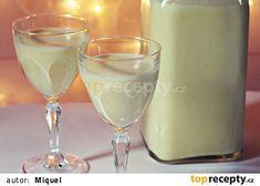 Pudinkový likér recept - TopRecepty.cz Martini, Glass Of Milk, Pudding, Drinks, Tableware, Desserts, Food, Alcohol, Drinking