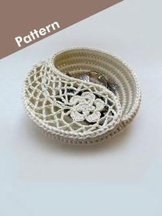 "Crochet Photo Tutorial - Yin Yang Paisley Jewelry Dish 6"". Crochet Jewelry Holder, Jewelry Plate, Trinket Box, DIY Gift Crochet Patterns."
