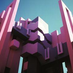 La Muralla Roja, Alicante, Spain, 1973 by Ricardo Bofill | issyparis