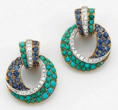 Van Cleef and Arpels Pair of clip-on earrings in platinum and 14k yellow gold ring set Consisting of a row of turquoise and sapphires accentuated