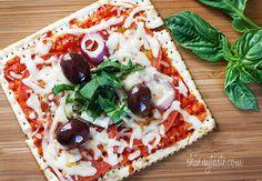 Matzo Pizza :http://www.recetasjudias.com/matzo-pizza/