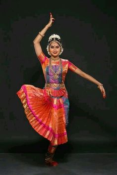 An Online Media for Performing Arts Belly Dancer Costumes, Dance Costumes, Isadora Duncan, Kathak Dance, Indian Classical Dance, Dance Paintings, Dance Poses, Indian Designer Outfits, Dance Pictures