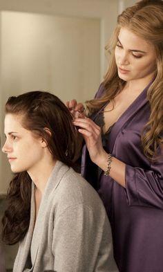 Twilight: Breaking Dawn – Part 1 - Bella Swan & Rosalie Hale (Kristen Stewart and Nikki Reed)