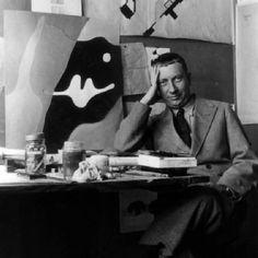 Jean Arp dans son atelier de la place Kléber, 1927, Fondation Arp, Clamart. Source: archives-dada #Artist Portrait
