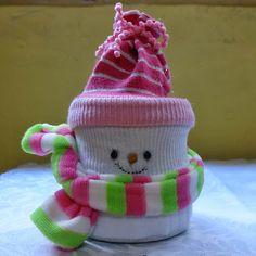 Olá gentem, tudo bem? Nesta segunda natalina resolvi inventar um boneco de neve com lata de leite condensado, pois eu adoro enfeite de boneco de neve!