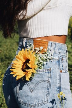 Spring Aesthetic, Flower Aesthetic, Aesthetic Photo, Aesthetic Pictures, Girl Photography Poses, Creative Photography, Vsco Photography, Picture Poses, Photo Poses