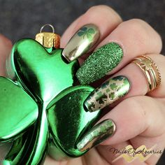 Products Used: Madam Glam Perfect Black, Daily Charme Mirror Gold powder, What's Up Nails Absinthe powder, Wildflowers Black Stamping gel, Messy Mansion MM04, MoYou London Festive 21, Daily Charme Royal Emerald Metallic glitter