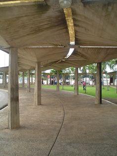 Columnata Paseo peatonal Entrada-Basilica de Higuey.Foto de 2005, by Nancy