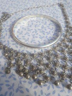 Zilveren sieraden met soda schoonmaken (geen poetswerk nodig), werkt dat echt? | Juwelista Diy And Crafts, Bangles, Lifehacks, Silver, Gold, Slim, Cleaning, Lifestyle, Baby