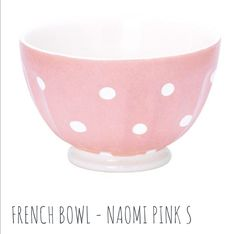 Greengate French bowl - Naomi Pink. French bowls are one of GreenGate's signature products. Each piece is handmade to the finest quality. Available in 4 sizes (S - XL). Handmade stoneware is chip-resistant. Dishwasher and microwave safe.