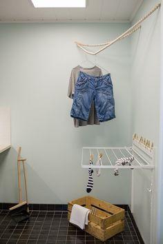 Housing Fair home design: DIY laundry rack // © modernekohome