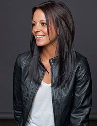 Sara Evans, I have always thought she was beautiful.... And her hair is SO MUCH like mine. Saving this one to show Anastasia...not that it's any different than what I've got. HA