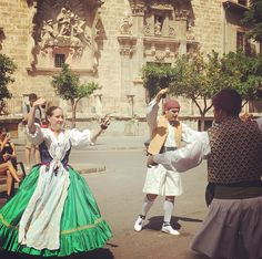 Traditional dance right now! Watch video at my instagram stories #valencia #vlc #valenciagram #comunidadvalencia #valenciagrafias #lovevalencia #toursinvalencia #dance #traditionalclothes #traditionalmusic