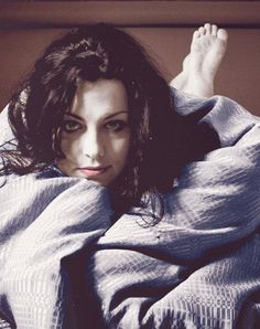 Amy Lee... she looks so comfortable :D
