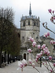 """The chapel, built in the late Century, sits on a small """"peninsula"""" at the… Amboise France, Chapelle, 15th Century, Towers, Travel Ideas, New Art, Medieval, Saints, Clock"""
