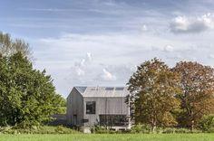 House In Oxfordshire /  Peter Feeny Architects Location: Oxfordshire, UK Design Team: Peter Feeny, Matthias Thum, Ondrej Mundl, Richard Hood, David Max Phillips, Jose Soto Year: 2012 Photographs: Rafael Dubreu