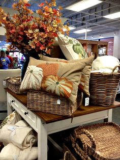 Pottery Barn Fall pillow, love it!  I could make my version !!!