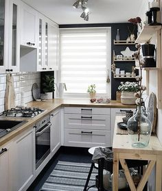 Home Interior Modern look tips and trick for arrangement the space for small kitchen.Home Interior Modern look tips and trick for arrangement the space for small kitchen. Kitchen Interior, Home Decor Kitchen, Kitchen Design Small, Kitchen Remodel, Kitchen Decor, Kitchen Remodel Small, Home Kitchens, Minimalist Kitchen, Kitchen Renovation