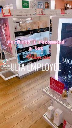 Perfume Body Spray, Perfume Display, Perfume Scents, Girl Life Hacks, Best Perfume, Perfume Collection, Smell Good, Beauty Skin, Body Care